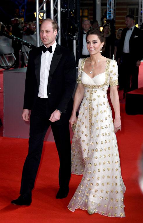 במקום השני בטקס הבאפטה: קייט מידלטון לובשת שמלה של אלכסנדר מקווין מארונה (צילום: Gareth Cattermole/GettyimagesIL)