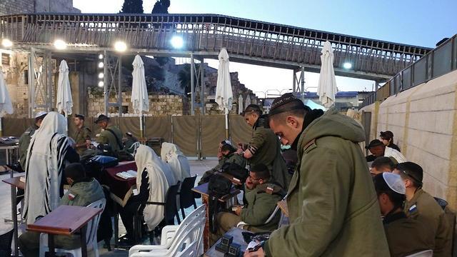 לוחמי גולני בכותל (צילום: חדשות הכותל המערבי)