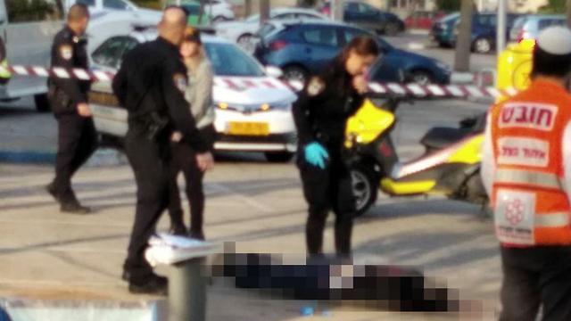 חשד לרצח בתל אביב: בן 40 נמצא ירוי בפארק וולפסון (צילום: אנשי הדממה)