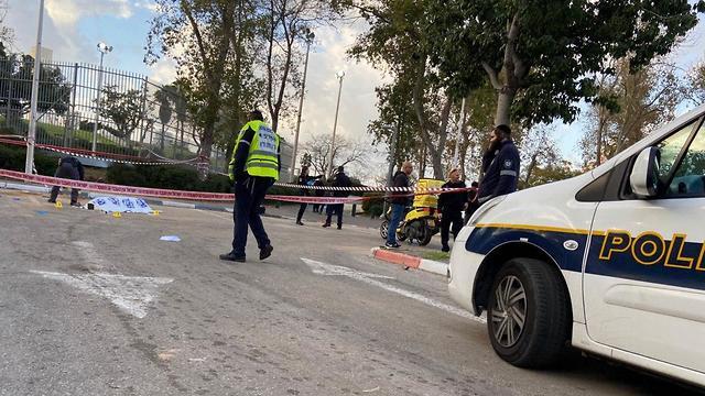 חשד לרצח בתל אביב: בן 40 נמצא ירוי בפארק וולפסון ()
