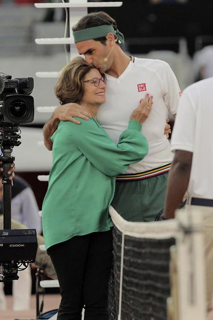 פדרר יחד עם אימא שלו (צילום: AP)