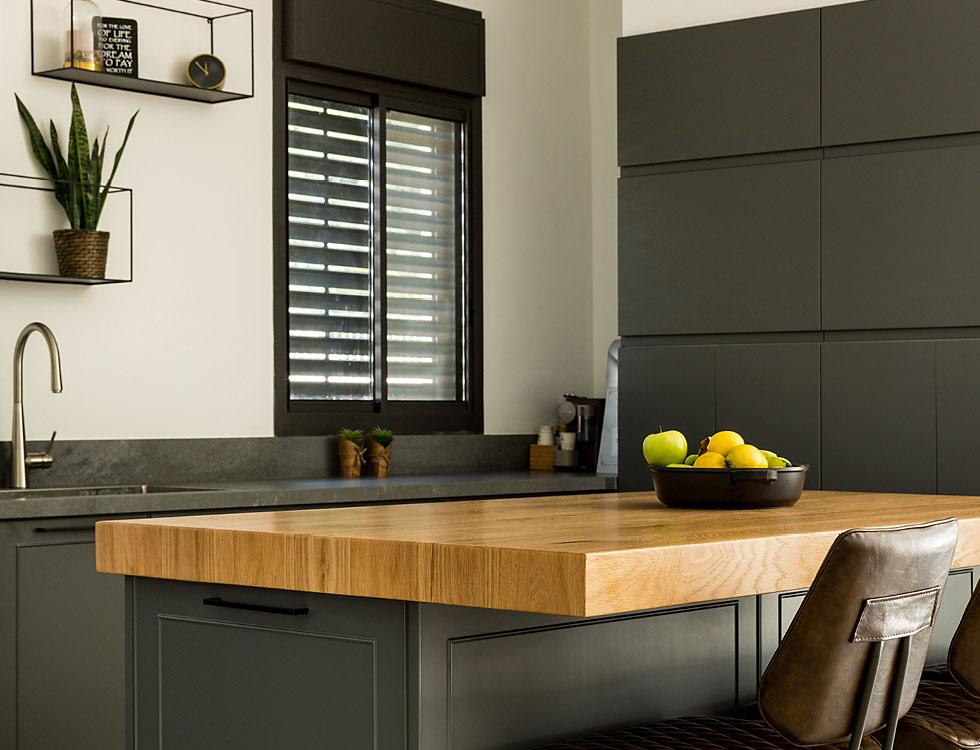 """""""מטבחי זיו זה הבית שלי"""". מטבח בעיצוב האדריכלית ליז לוטן (צילום: שגיא מורן)"""