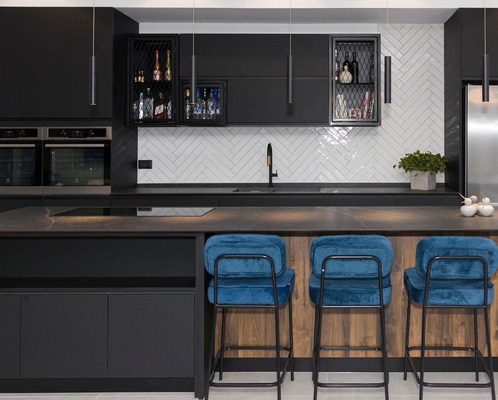 """""""מטבח הוא האלמנט העיצובי היקר והמשמעותי מכולם בפנים הבית"""". מטבח בעיצוב אדריכל מאור אסולין (צילום: ג'נאן חלבי)"""