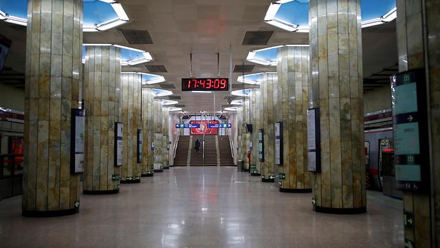 נגיף ה קורונה סין ערי רפאים תחנת רכבת בייג'ינג (צילום: רויטרס)