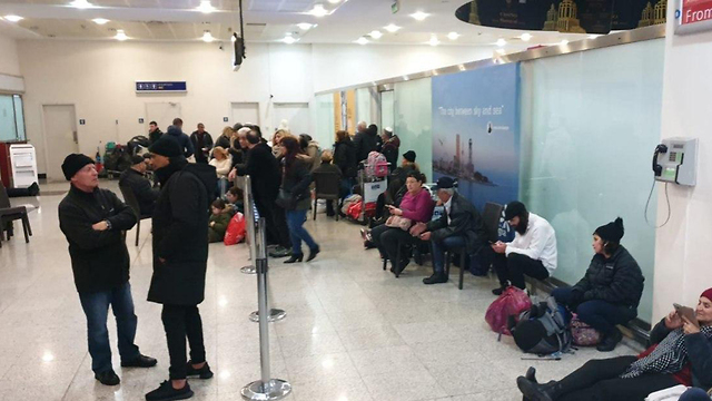 עשרות נוסעים נאלצו לבלות את הלילה בבטומי שבגיאורגיה בעקבות מזג אוויר סוער ()