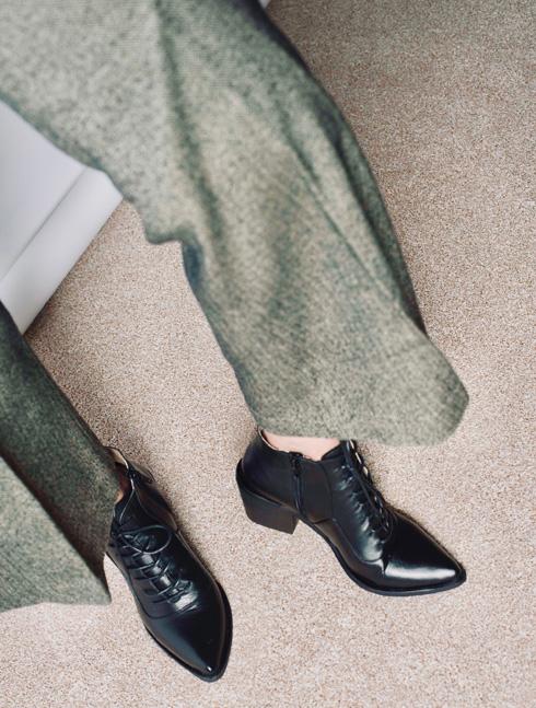 שני בר. עד 50 אחוז הנחה על הקולקציה של מעצבת הנעליים (צילום: מרקוס נהון)