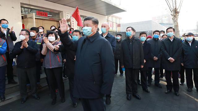 שי ג'ינפינג נשיא סין ב ביקור בית חולים ב בייג'ינג וירוס נגיף קורונה (צילום: רויטרס)