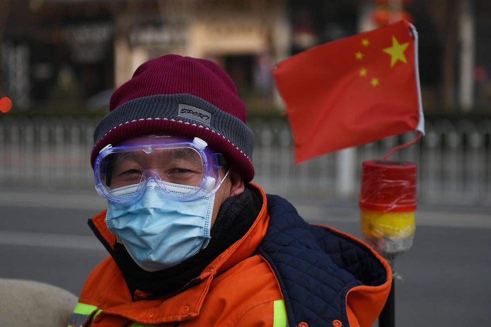נגיף קורונה ברחובות בייג'ינג (צילום: AFP)