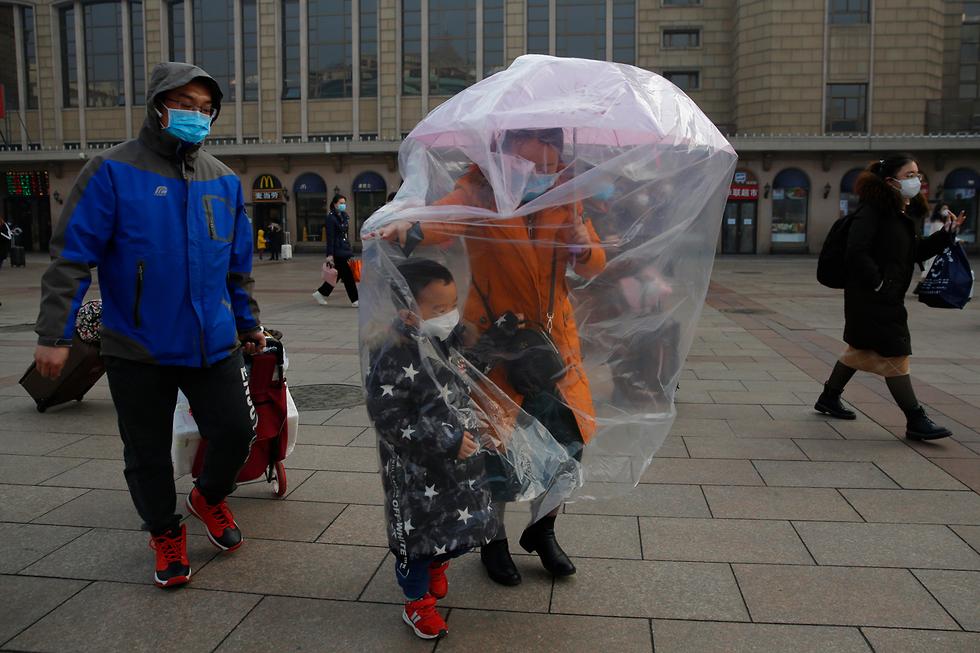 נגיף קורונה ברחובות בייג'ינג (צילום: EPA)