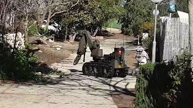 חבלן משטרה הוזעק לקיבוץ נירים בעקבות מטען נפץ (צילום: בראל אפרים)