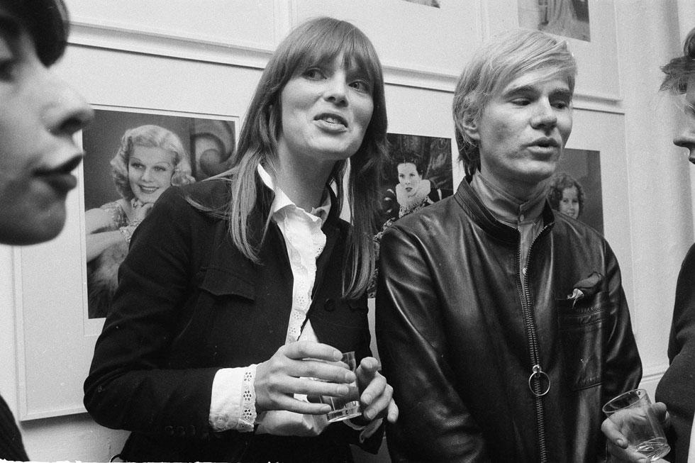 ניקו עם אנדי וורהול במסיבה בסטודיו שלו בניו יורק, 1968. הייתה אנטישמית ונתפסה בהתבטאויות מביכות (צילום: AP)