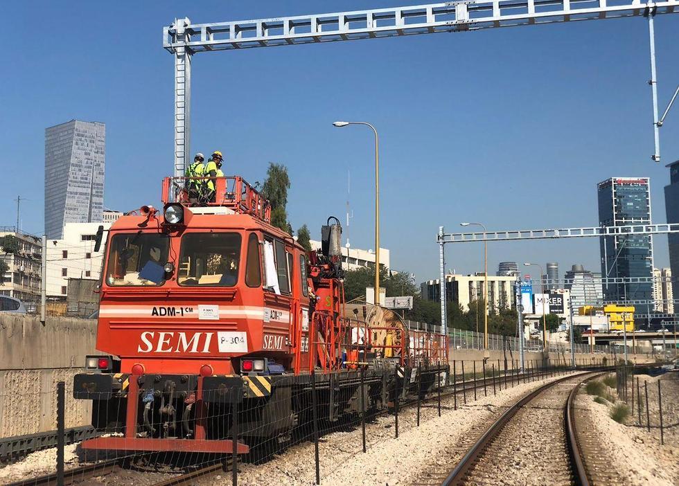 עבודות התשתית בקו הרכבת בין תל אביב לחיפה אשר גורמות לעומסים בתחנת סבידור מרכז בעקבות ביטול הקו (צילום: רכבת ישראל)