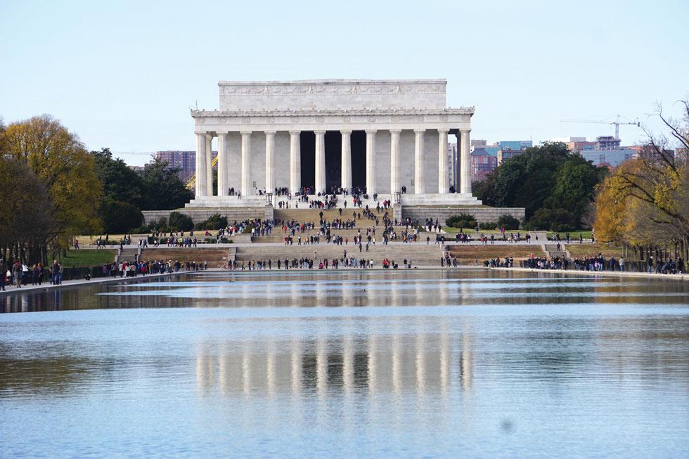 אנדרטת לינקולן. הממשל האמריקאי נמצא בוושינגטון במלוא כוחו בכל פינה, מבנה, שדרה, מונומנט היסטורי או מוסד תרבותי  (צילום: צביקה בורג)