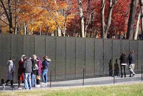 קיר הזיכרון לחללי מלחמת וייטנאם  (צילום: צביקה בורג)