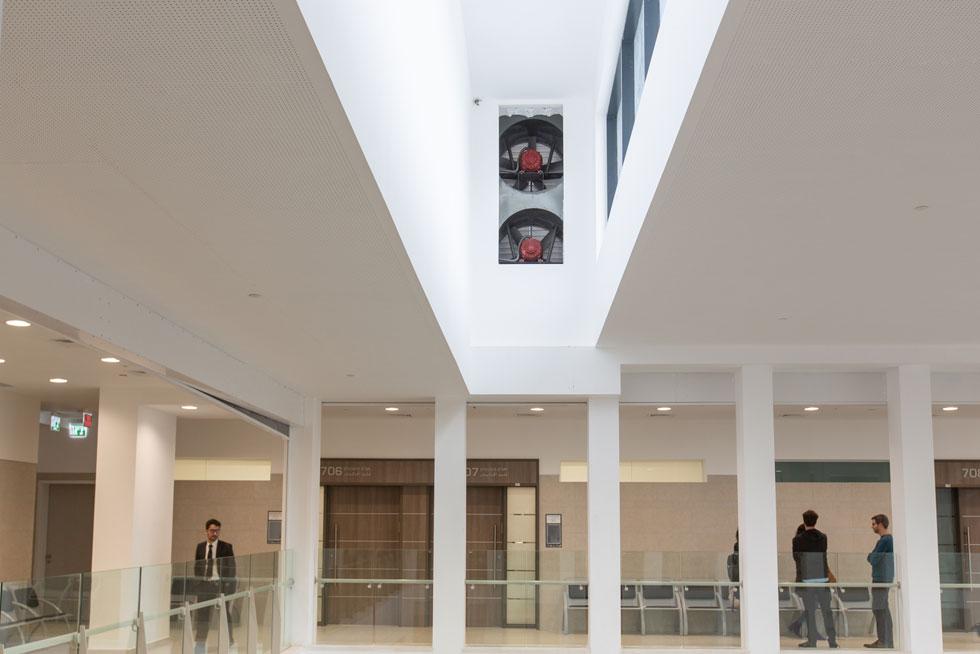 בכל בית משפט יש שלוש מערכות תנועה - לשופטים, לעצירים ולקהל. כאן, במסדרונות הקומות, תעבור הקבוצה השלישית (צילום: דור נבו)