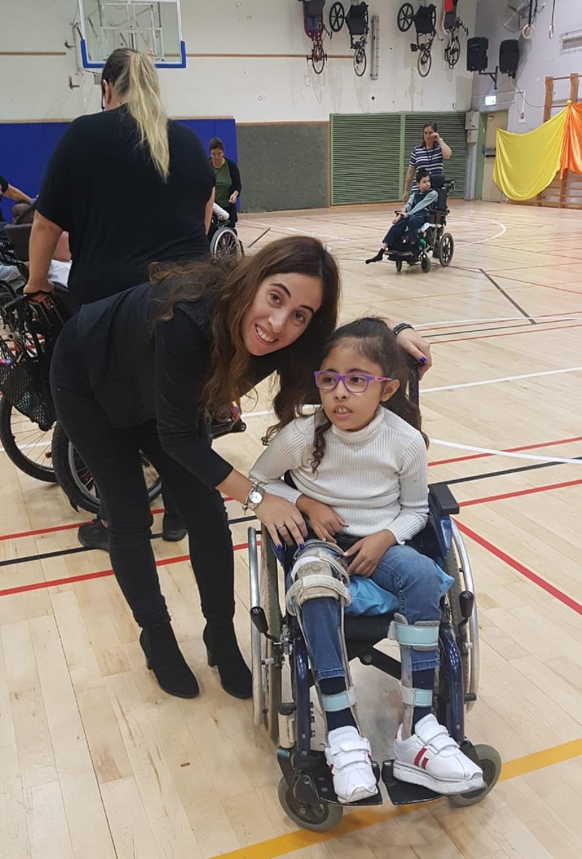 ליאור ערוסי, ילדה עם מגבלה עם אמה בתיה ()