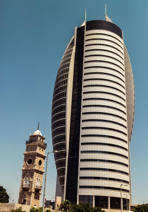 קרית הממשלה (מגדל המפרש) בחיפה. המבנה המזוהה ביותר של משרד אמר-קוריאל (צילום: Shutterstock/Anton Sterkhov )
