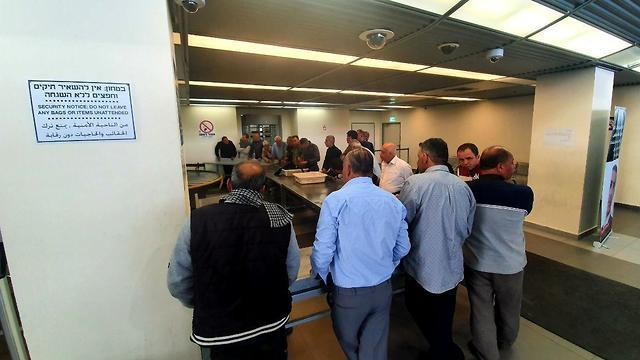 לראשונה זה שנים: ישראל תעניק 7,000 היתרי כניסה לסוחרים מעזה (צילום: רועי עידן)