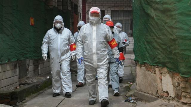 ווהאן סין בודקים תושבים מחשש להידבקות ב נגיף וירוס קורונה ()