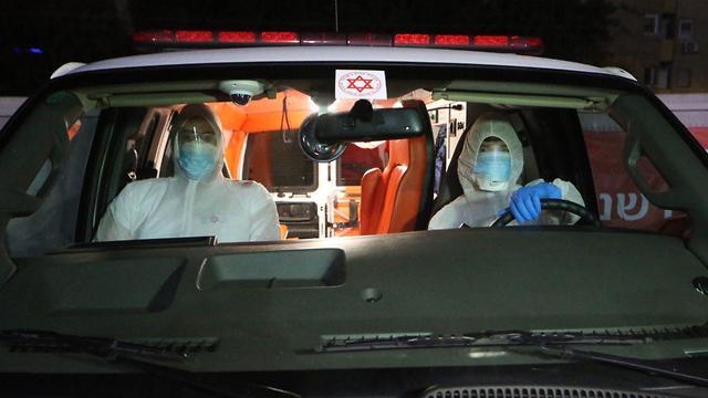 היערכות צוותי הרפואה לקליטת נוסעי ספינת הקורונה (צילום: מוטי קמחי)