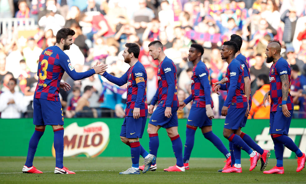 שחקני ברצלונה חוגגים (צילום: רויטרס)