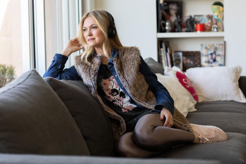 מיכל ינאי (47), שחקנית ומפתחת האפליקציה למדיטציות My Medi, אמא של אלכס (10), יהלי (9) ויובל (4)  (צילום: טל שחר)