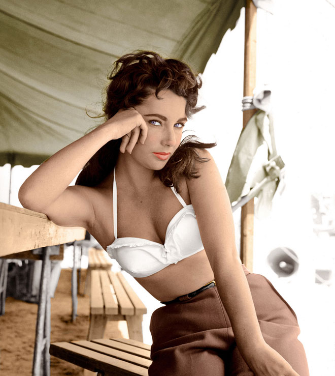 על המסך היא היתה מהפנטת. 1956 (צילום: rex/asap creative)