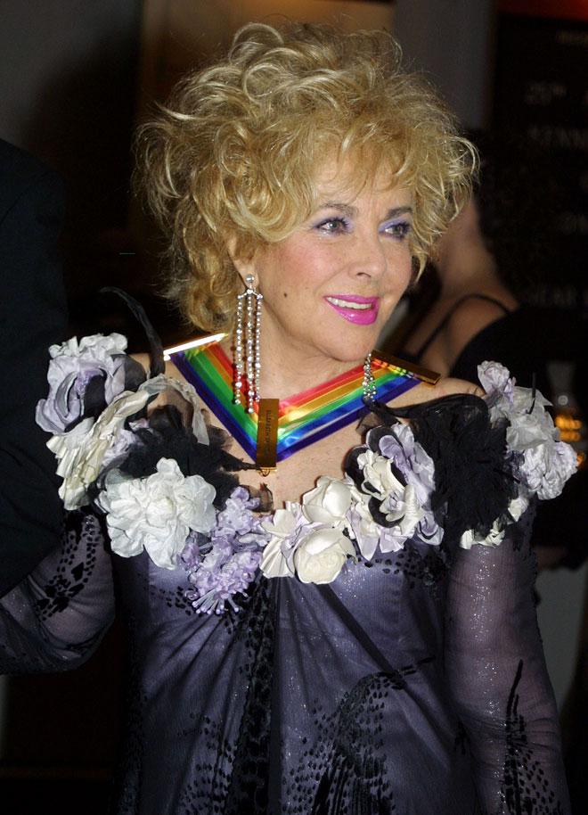 תסרוקות ענק, תכשיטים בטונות ובדים מרשרשים. טיילור בשנת 2002 (צילום: Adele Starr/GettyimagesIL)