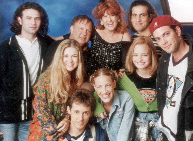 בשנת 1998, עם גיל ססובר, יעל בר זוהר, דנה דבורין, איתי שגב, ליאור מילר, יגאל שילון, ציפי שביט וליאור כלפון (צילום: שמואל יערי)