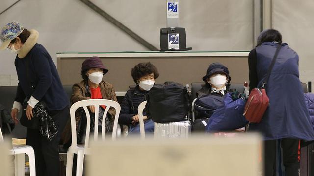Южнокорейские туристы в аэропорту Бен-Гурион. Фото: Моти Кимхи