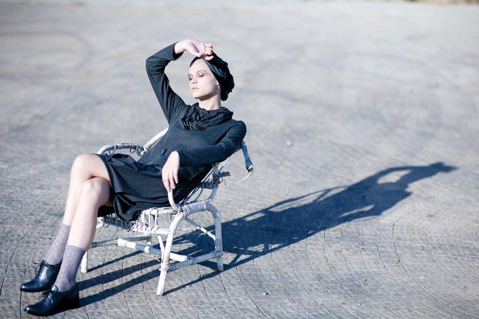 """""""אני חצופה כי לא למדתי אופנה, זה הגיע אליי בדלת האחורית"""". קיץ 2008 (צילום: דודי חסון)"""
