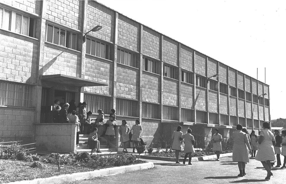 """מפעל החזיות ''טריומף'' בירושלים (1971). כחמישים מפעלים תכנן טרוסטלר, רובם בבירה (צילום: פריץ כהן, לע""""מ)"""