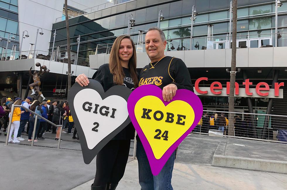 שלטים לזכר קובי וג'יג'י (צילום: AP)