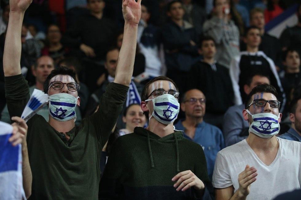 אוהדי נבחרת ישראל (צילום: אורן אהרוני)