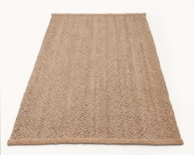 חבל, ראטן ובמבוק הם חומרים נלווים לעץ. ''שטיחי איתמר''