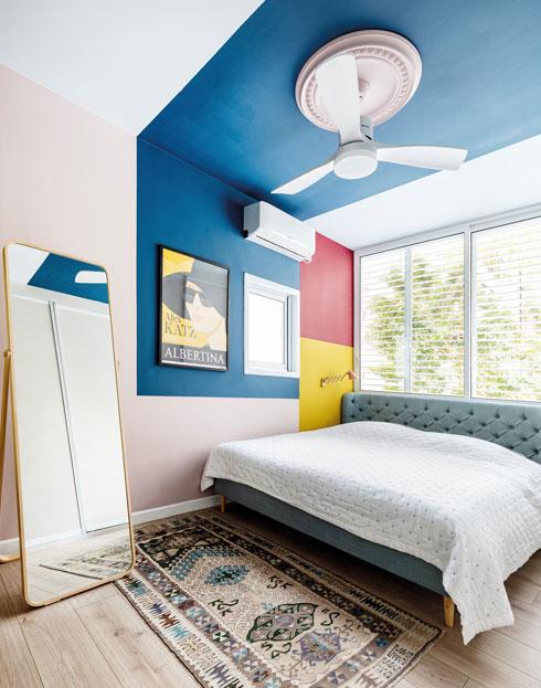 חדר השינה צבעוני במיוחד, לבקשתה של בעלת הבית (צילום: אורית ארנון)