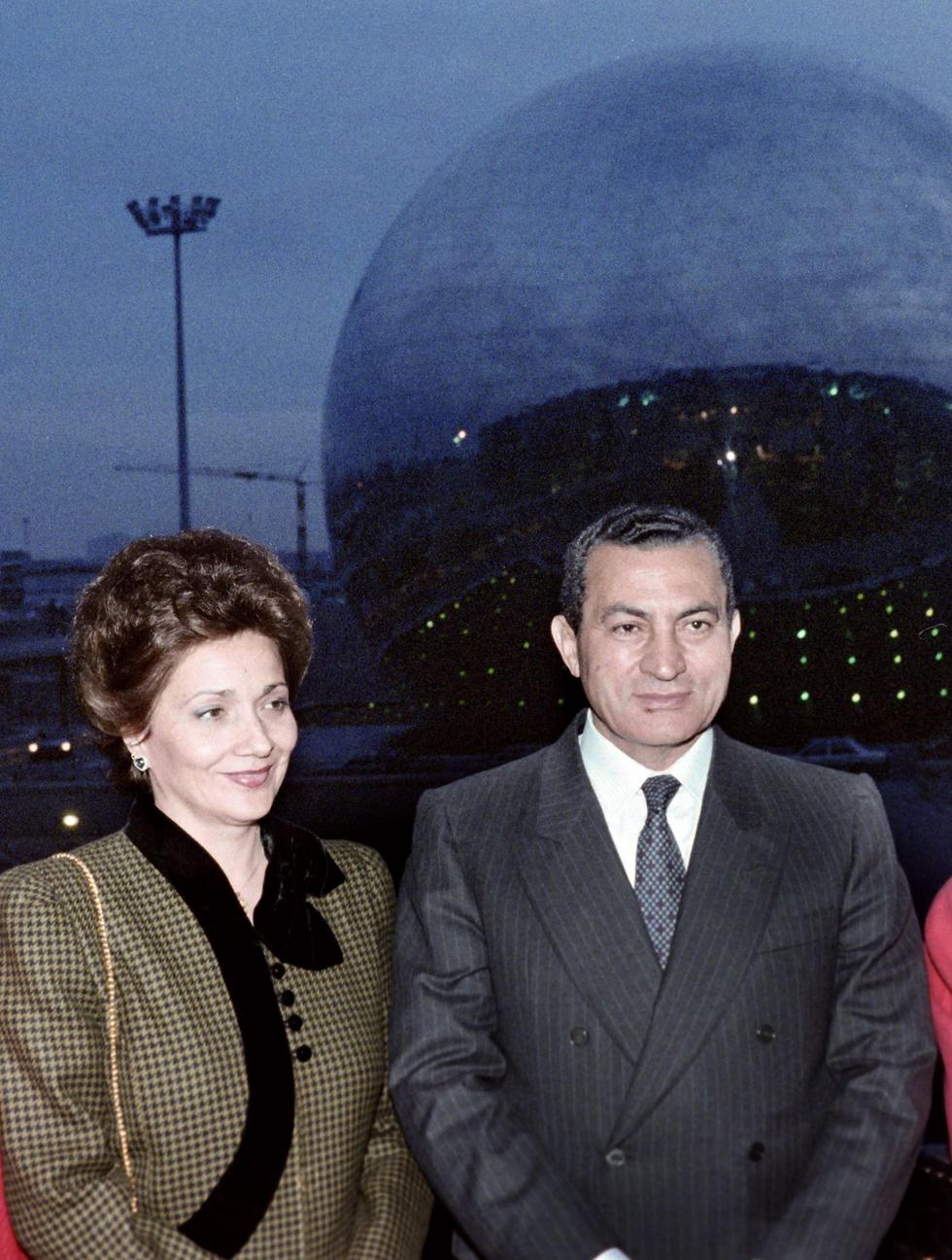 מצרים חוסני מובארק ורעייתו סוזן ביקור ב צרפת 1986 (צילום: AFP)