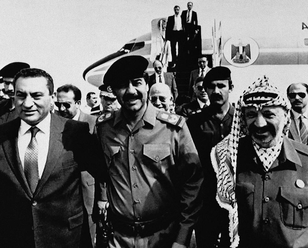 מצרים חוסני מובארק עם סאדאם חוסיין ויאסר ערפאת בגדד עיראק 1988 (צילום: AP)