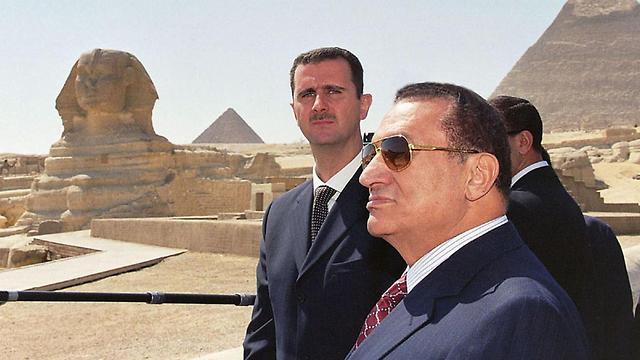 מצרים חוסני מובארק בשאר אסד 2002 (צילום: AFP)