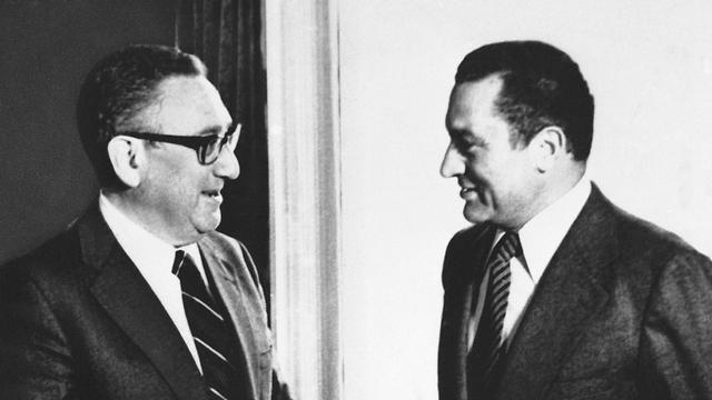 מצרים חוסני מובארק עם הנרי קיסינג'ר 1980 (צילום: AP)