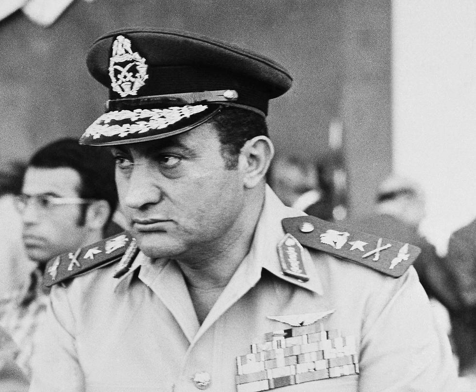 מצרים חוסני מובארק 1974 (צילום: AP)