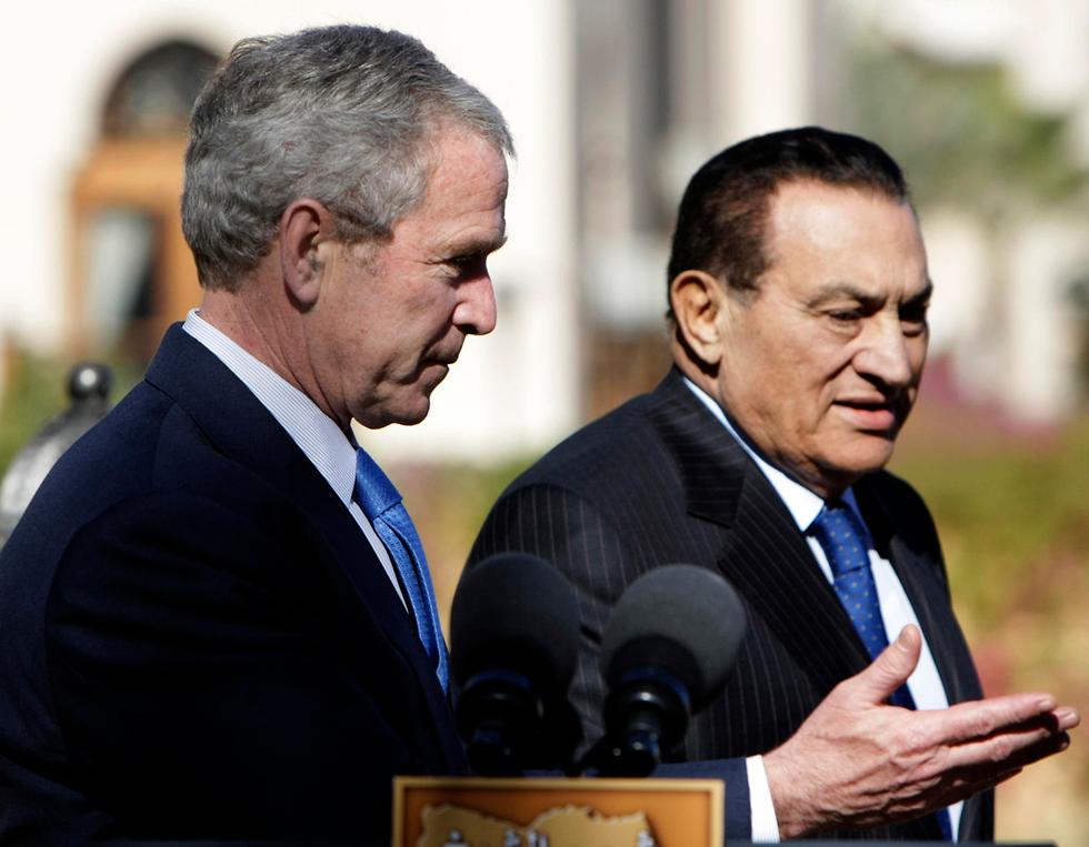מצרים חוסני מובארק עם ג'ורג' בוש 2008 (צילום: AP)
