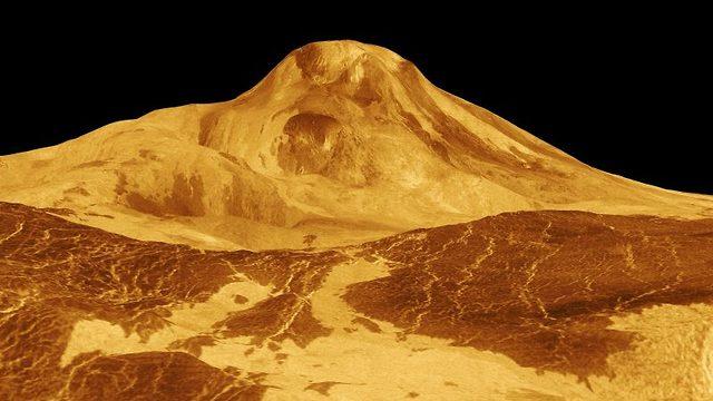 הר געש בכוכב הלכת נוגה (צילום: נאס