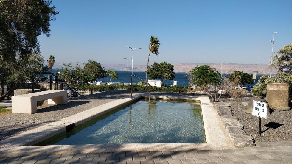 בעקבות אוצר המים של חמת טבריה (צילום זיו לוי)