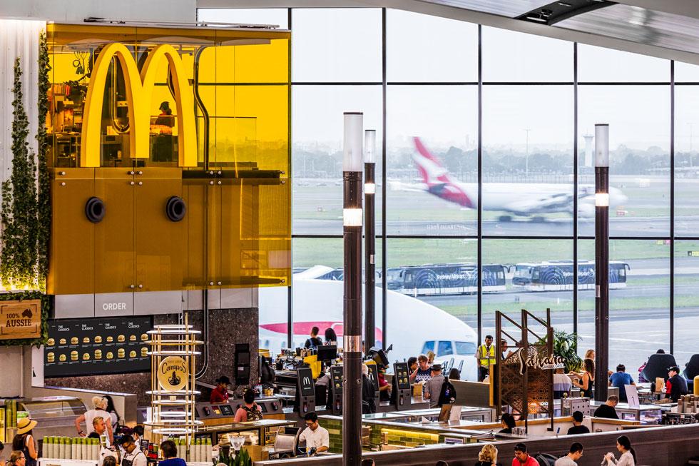 הסניף החדש בשדה התעופה של סידני. הרשת עוברת תהליך של התבגרות עיצובית, וזו אחת הדוגמאות הבולטות (צילום: Trevor Mein)