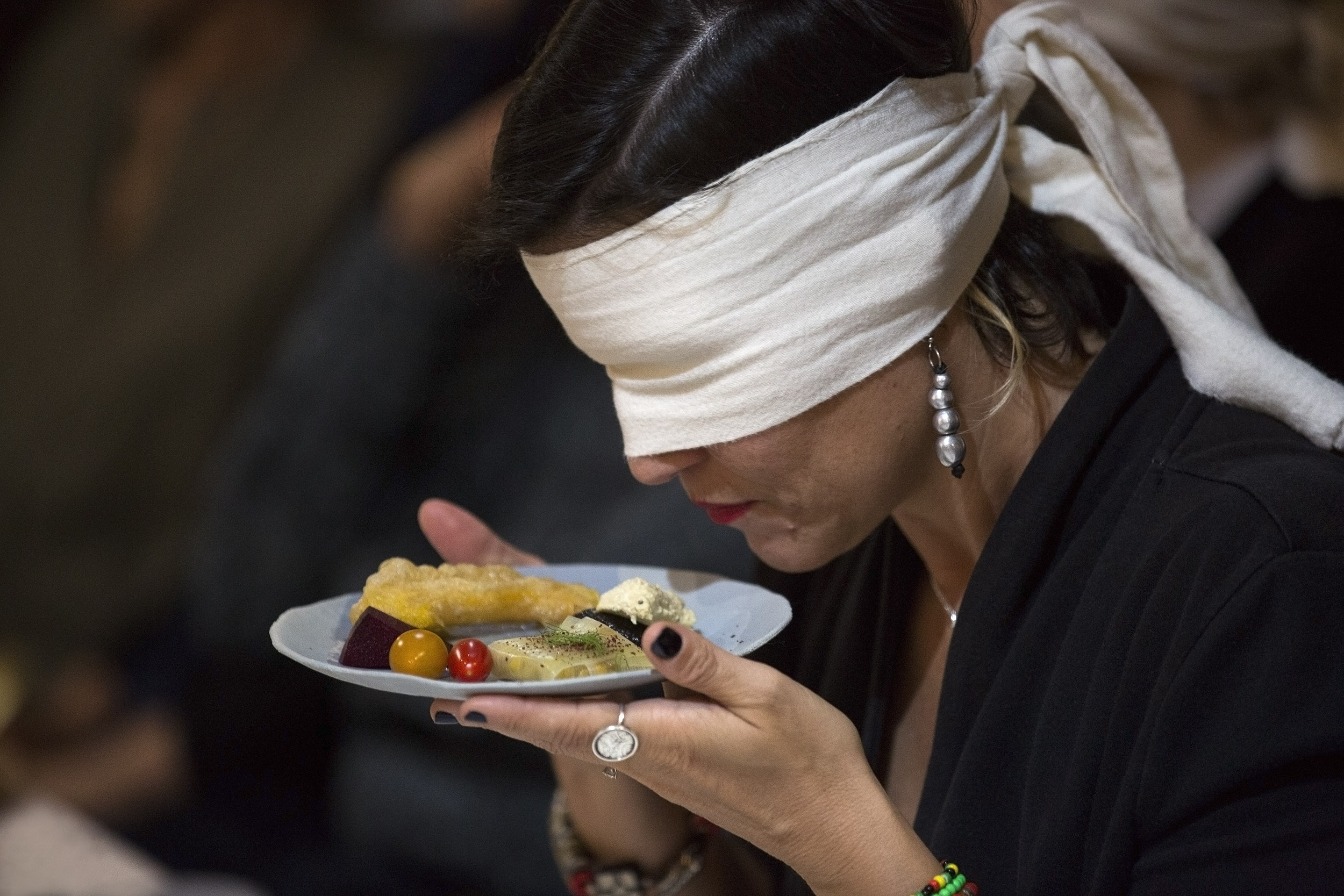 לאכול עם העיניים (צילום:  Laura Lachmann)