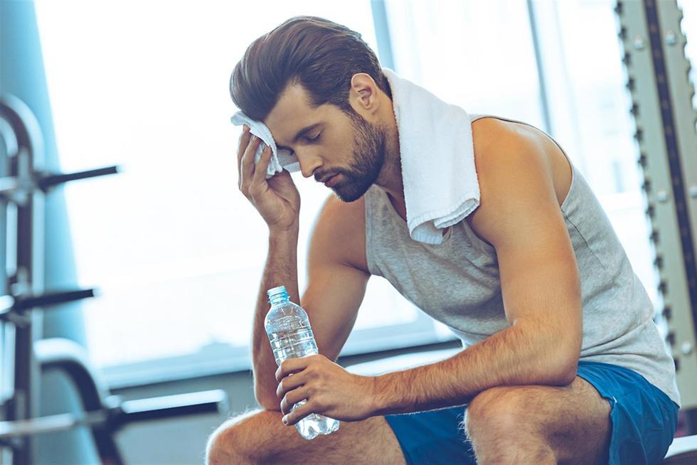מתאמן עייף (חדר כושר מתאמן עייף עייפות תשישות)