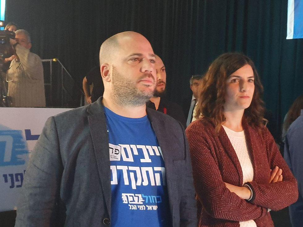 אכזבה אצל תומכי כחול לבן לאחר פרסום המדגמים (צילום: אחיה ראב