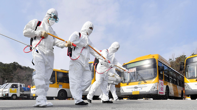 Дезинфекция автобуса в Южной Корее. Фото: EPA