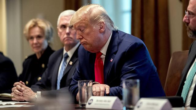 Президент Трамп на совещании по коронавирусу. Фото: AP